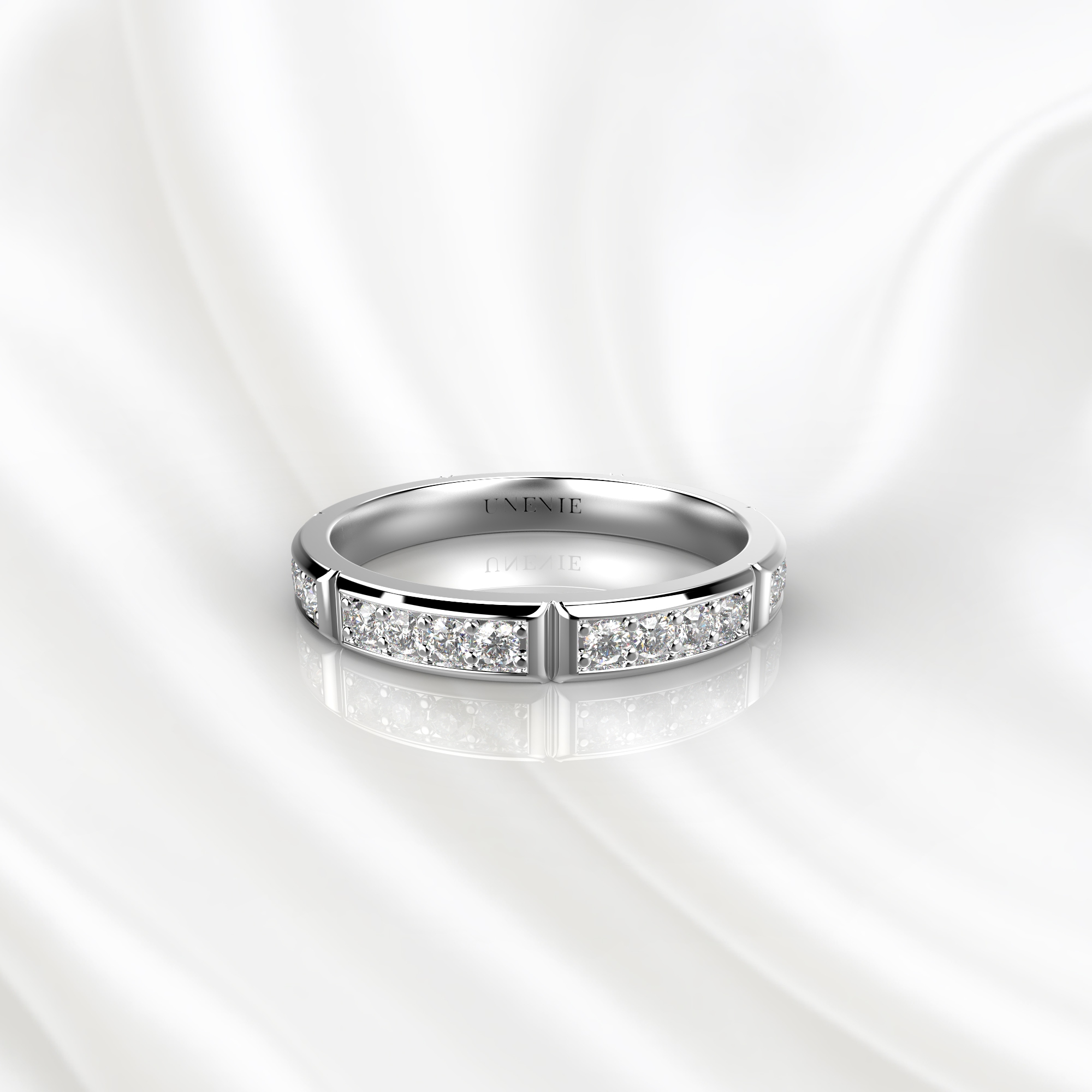 E17 Обручальное кольцо из белого золота с 28 бриллиантами