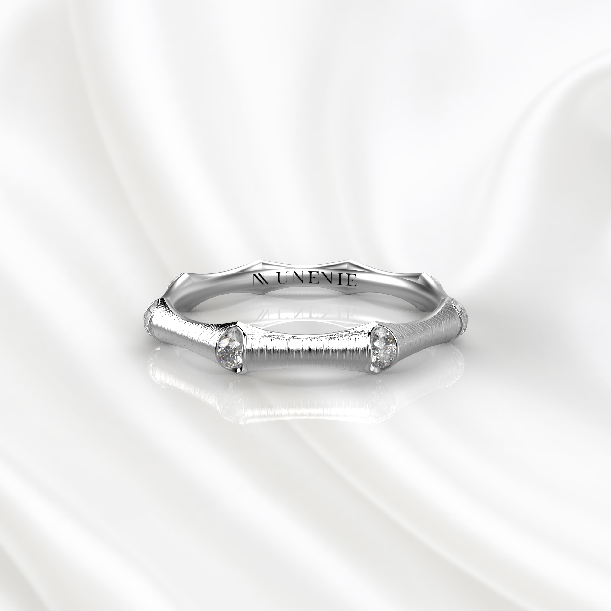 E21 Обручальное кольцо из белого золота с бриллиантами