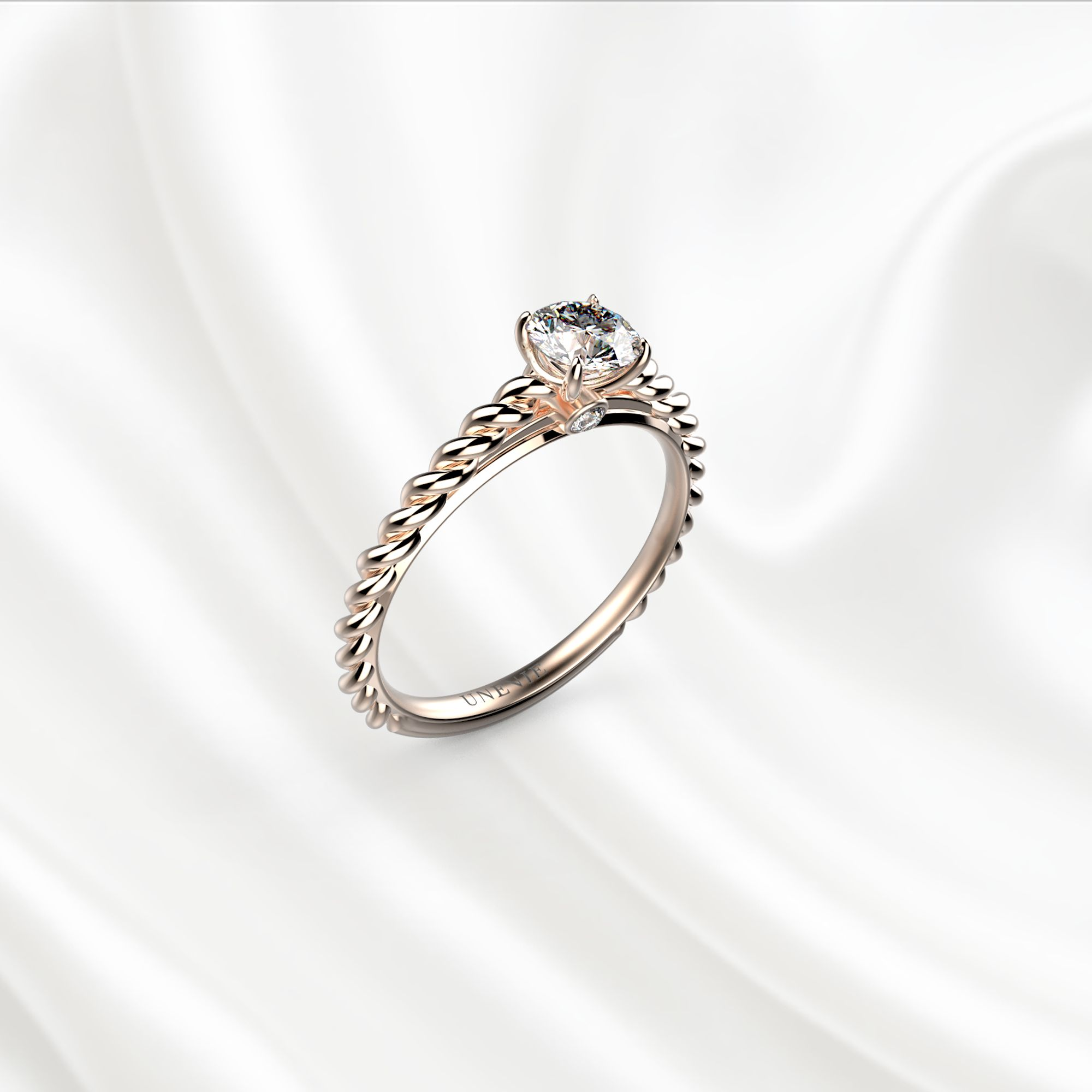 N14-1 Помолвочное кольцо из розового золота с бриллиантом 0.35 карат