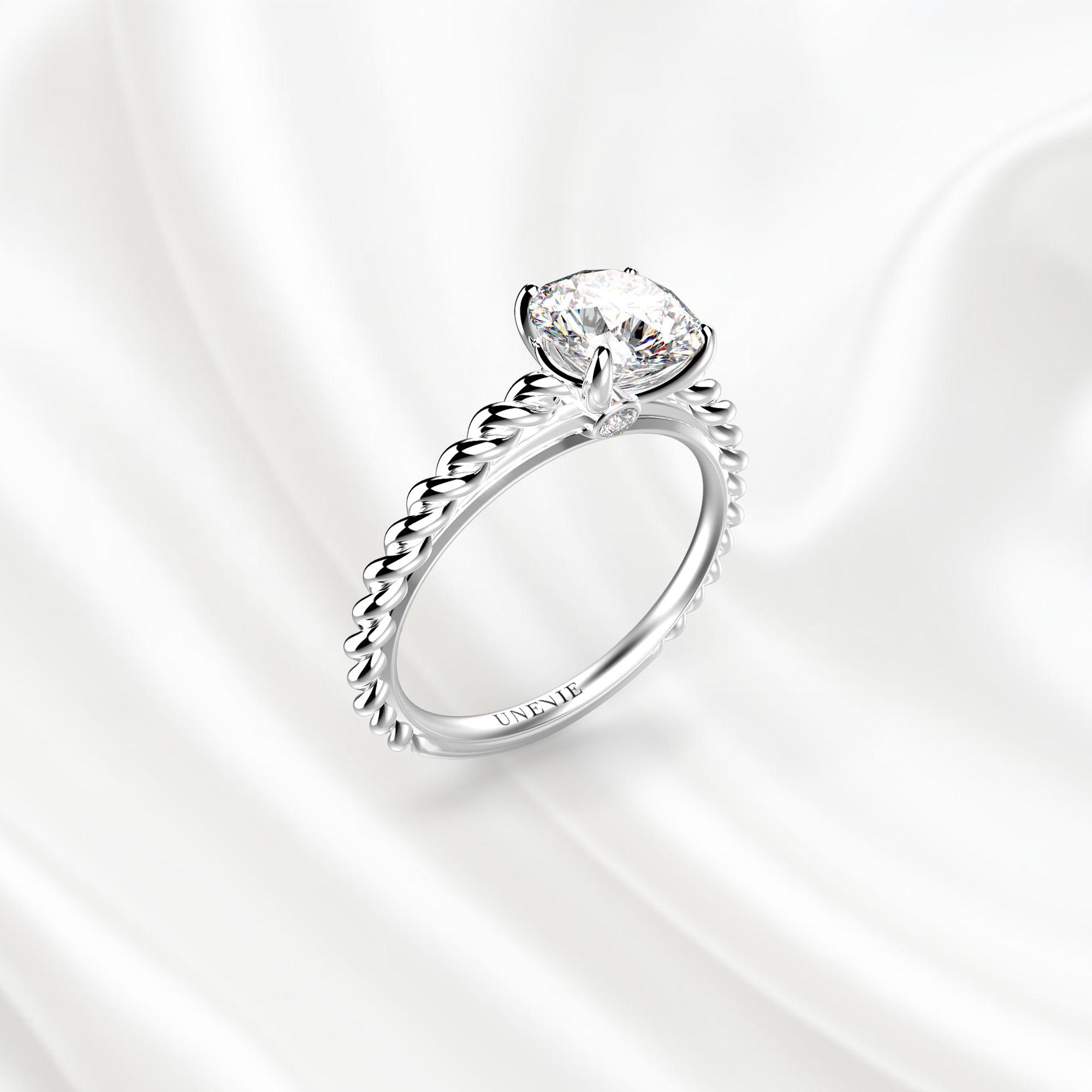 N14 Помолвочное кольцо из белого золота с бриллиантом 0.6 карат