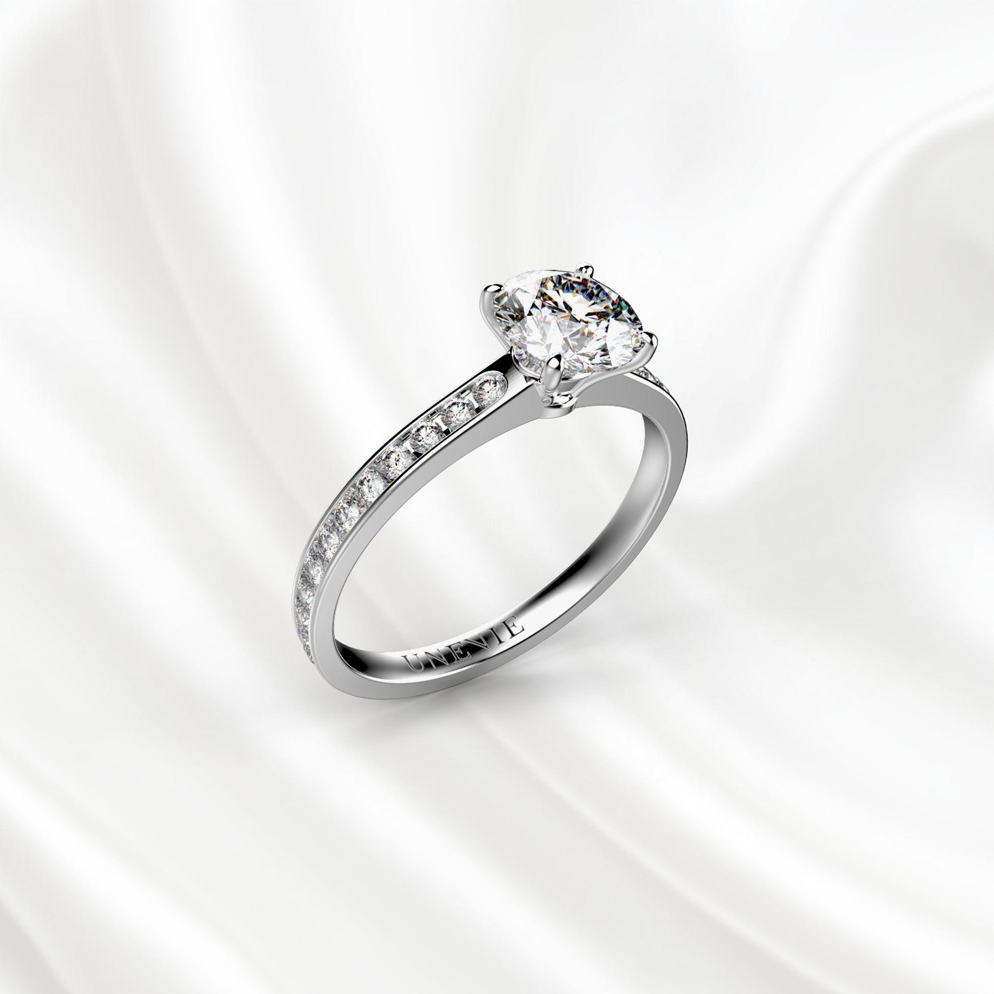 N15 Помолвочное кольцо из белого золота с бриллиантом 0.65 карат