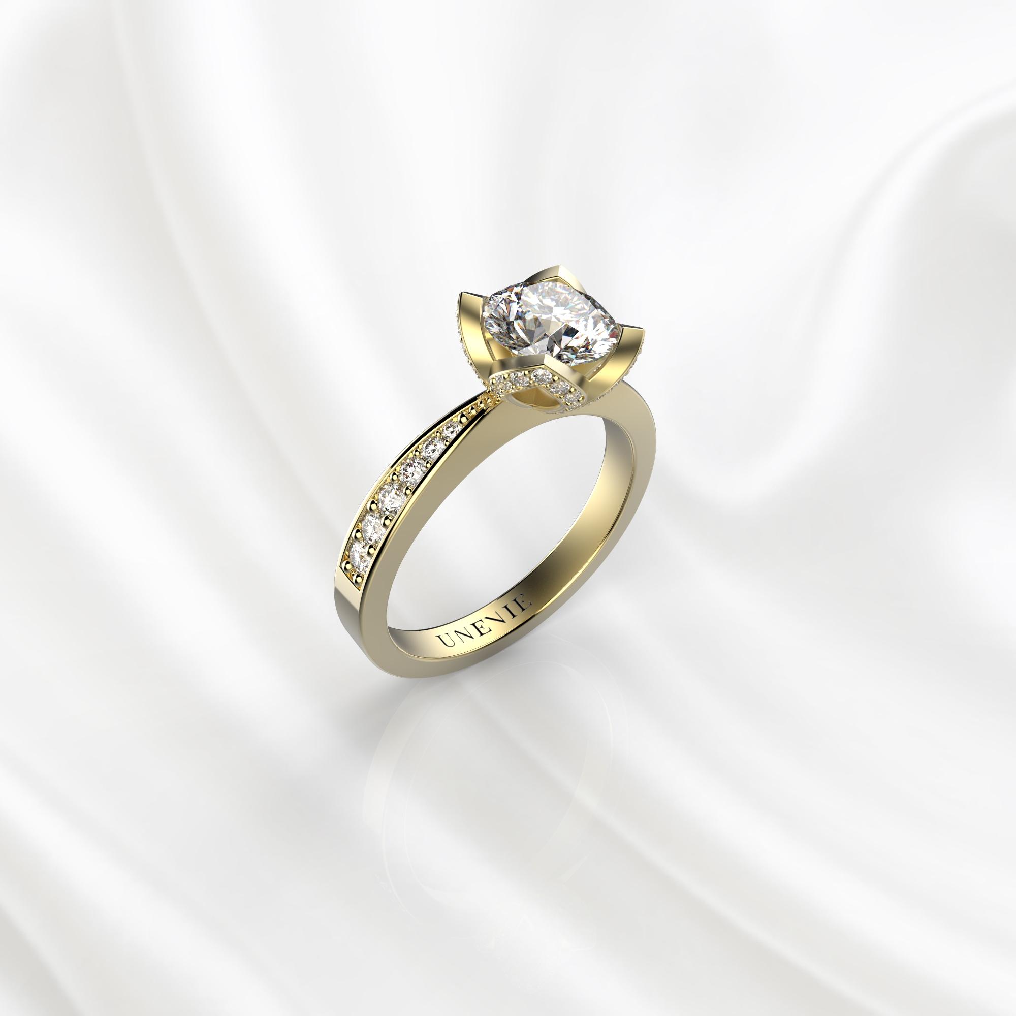 N21 Помолвочное кольцо из желтого золота с бриллиантом 0.3 карат