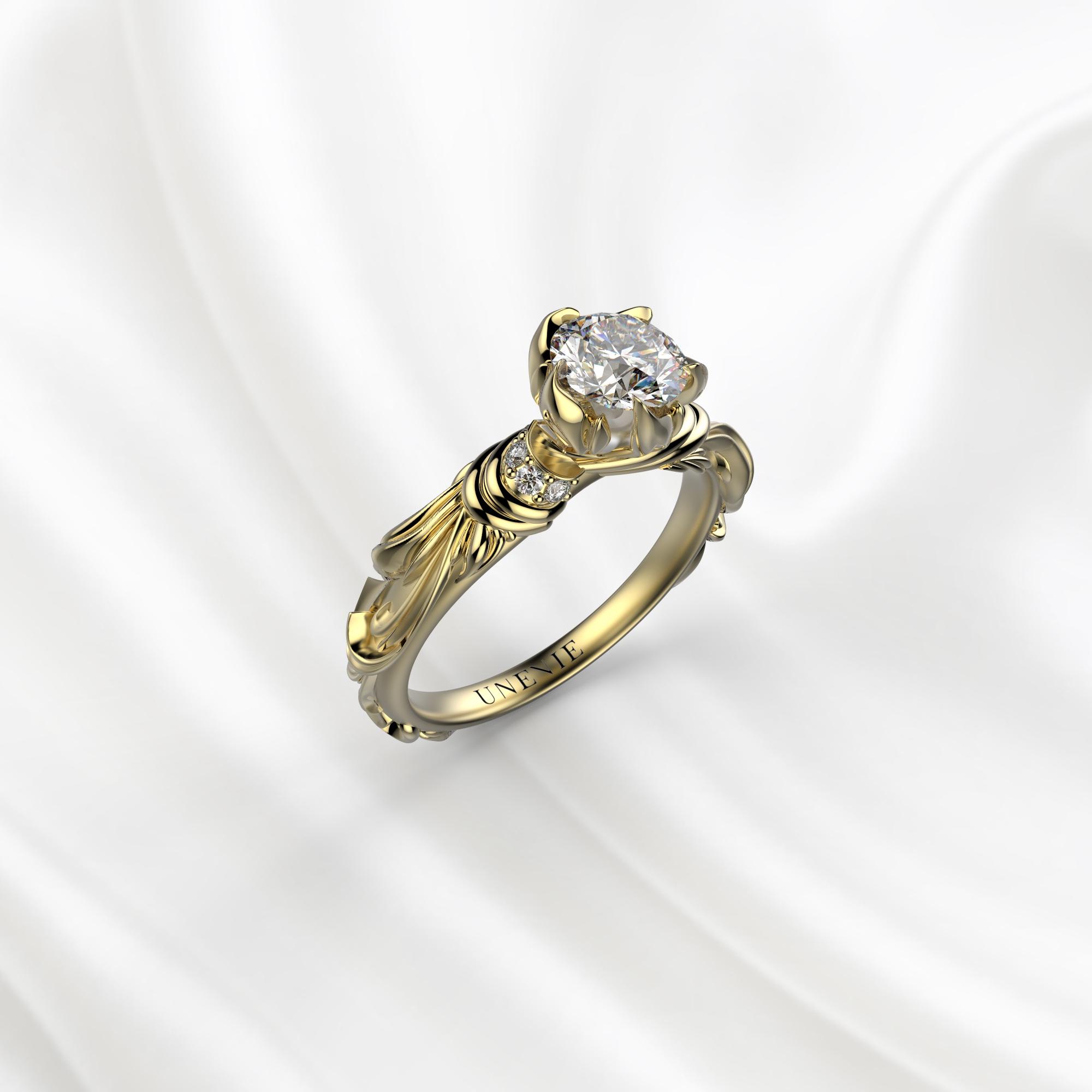 N8 Помолвочное кольцо из желтого золота с бриллиантом 0.4 карат