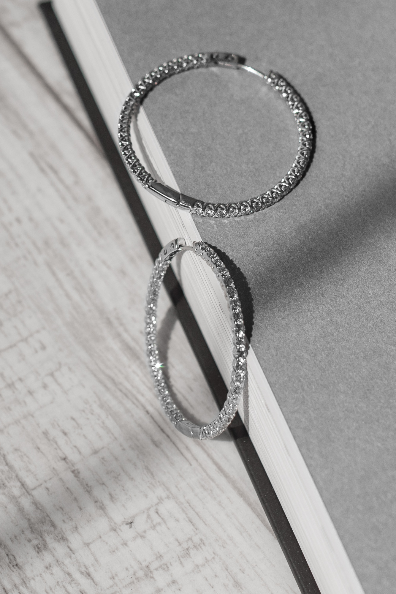 S1 Серьги-конго из белого с 44 бриллиантами 2.14 карат
