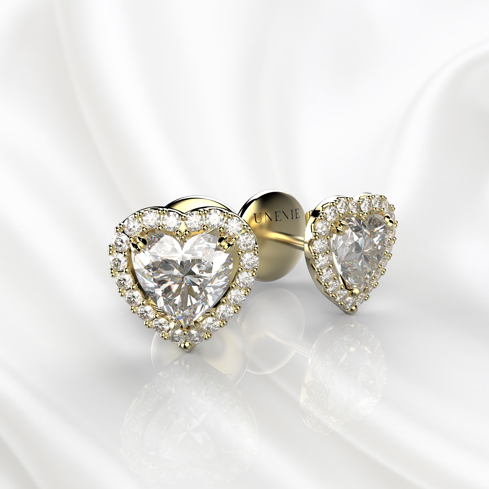 S12 Серьги-пусеты из желтого золота с бриллиантами сердце