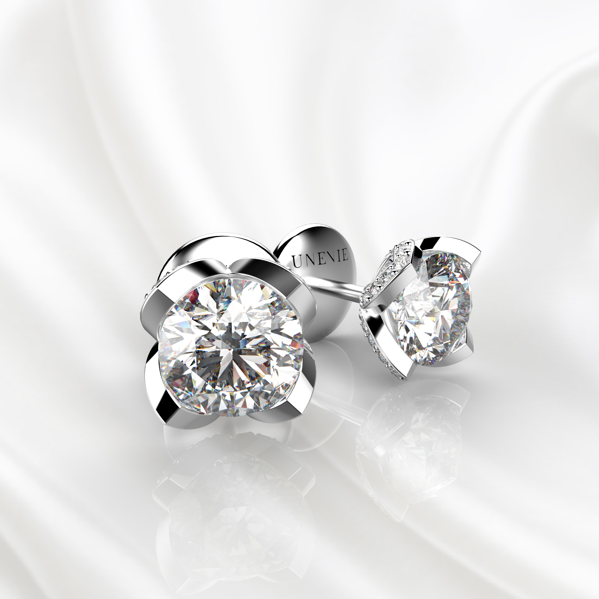 S16 Серьги-пусеты из белого золота с бриллиантами