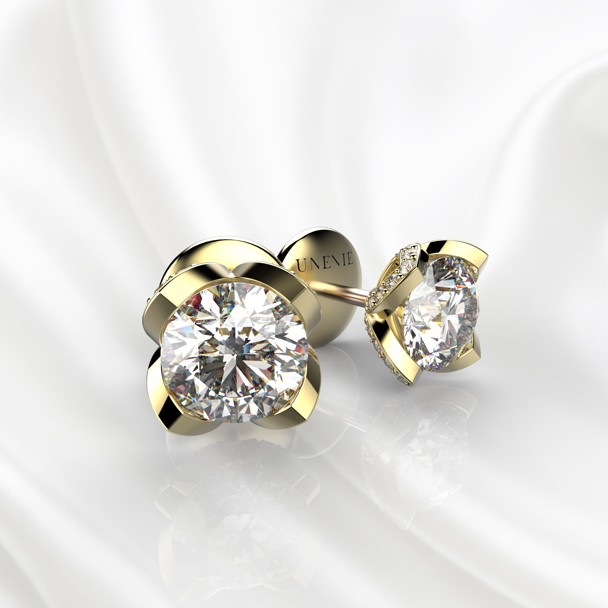 S16 Серьги-пусеты из желтого золота с бриллиантами