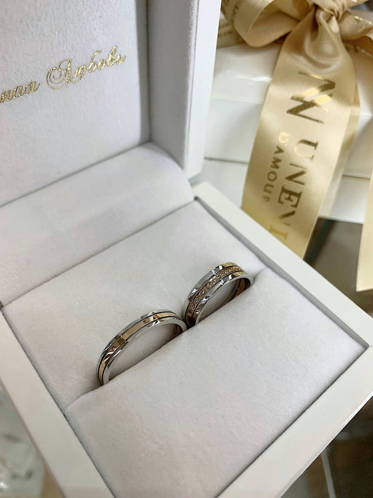 NV12 - Пgарные обручальные кольца из розово-белого золота с бриллиантами
