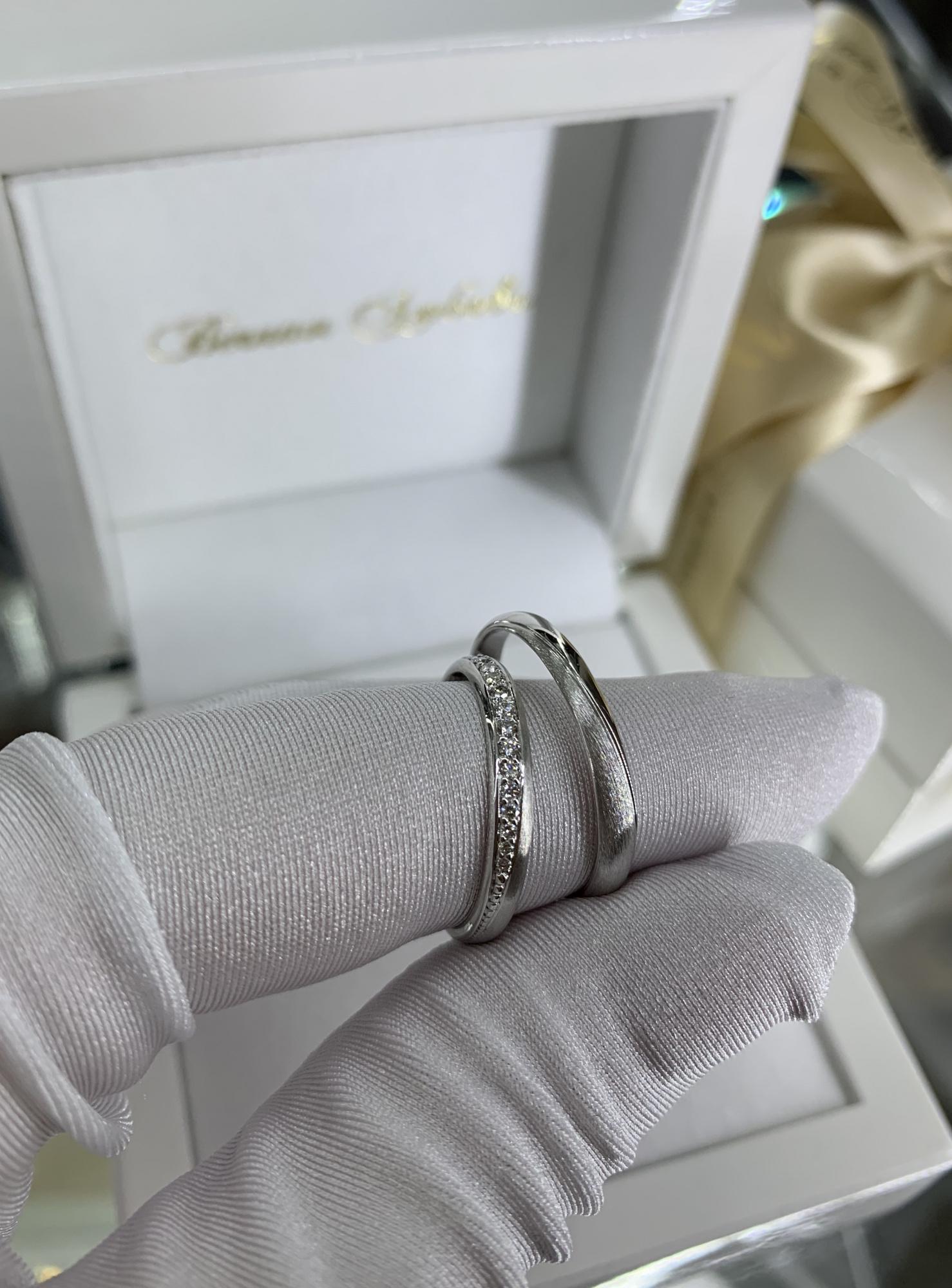 NV38 - парные обручальныекольца из белого золота с бриллиантами
