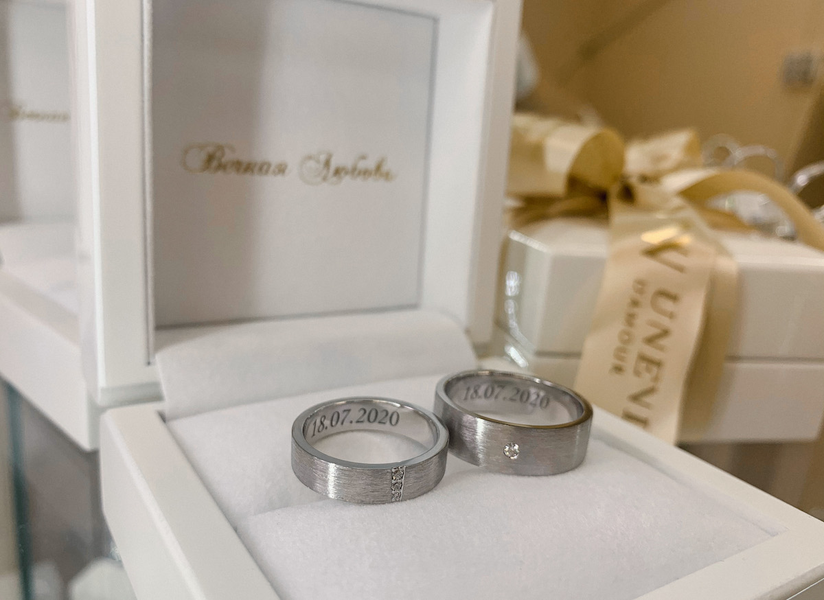 NV43 - парные обручальные кольца с бриллиантами