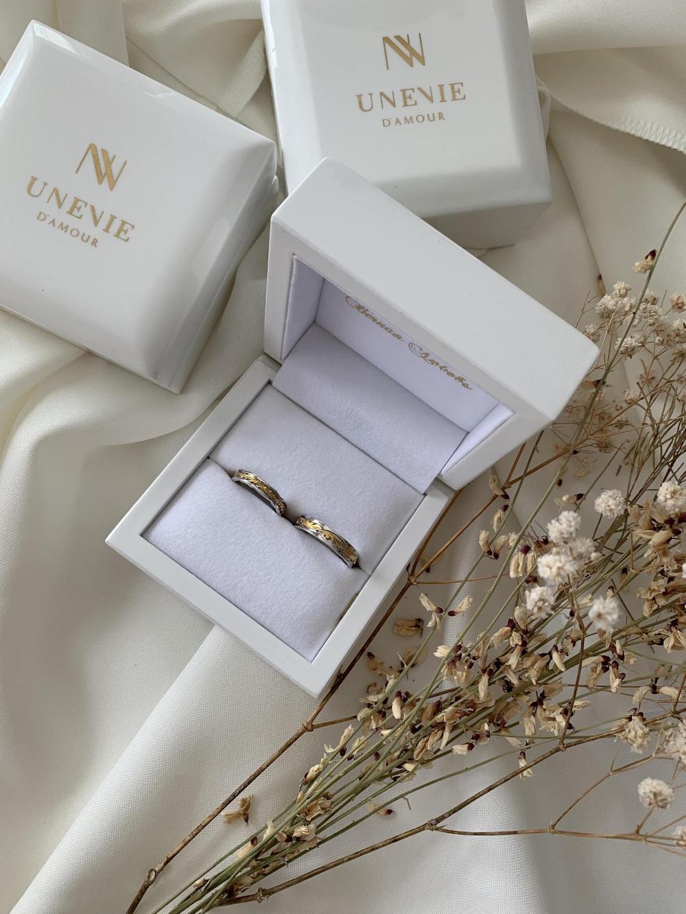 NV44  - парные обручальные кольца с бриллиантами
