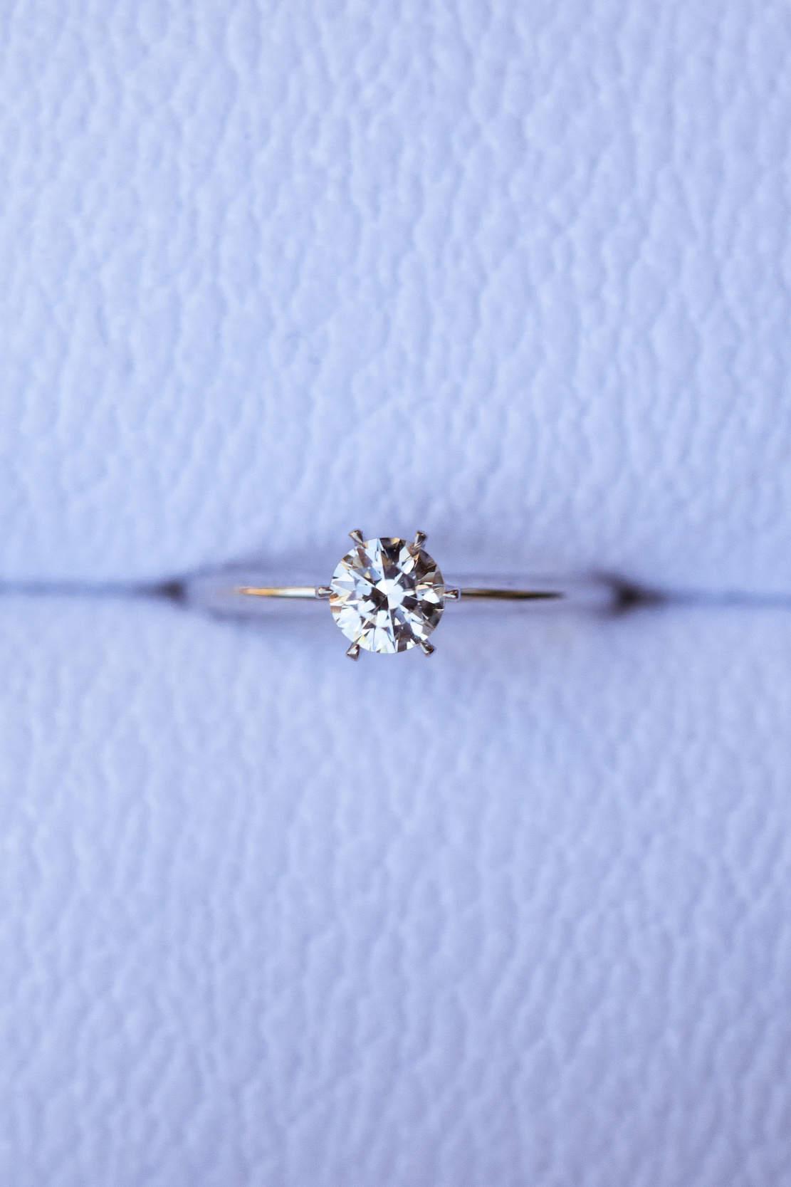 N1 - классическое кольцо для помолвки из белого золота 585 пробы с 1 бриллиантом 0.5 карат