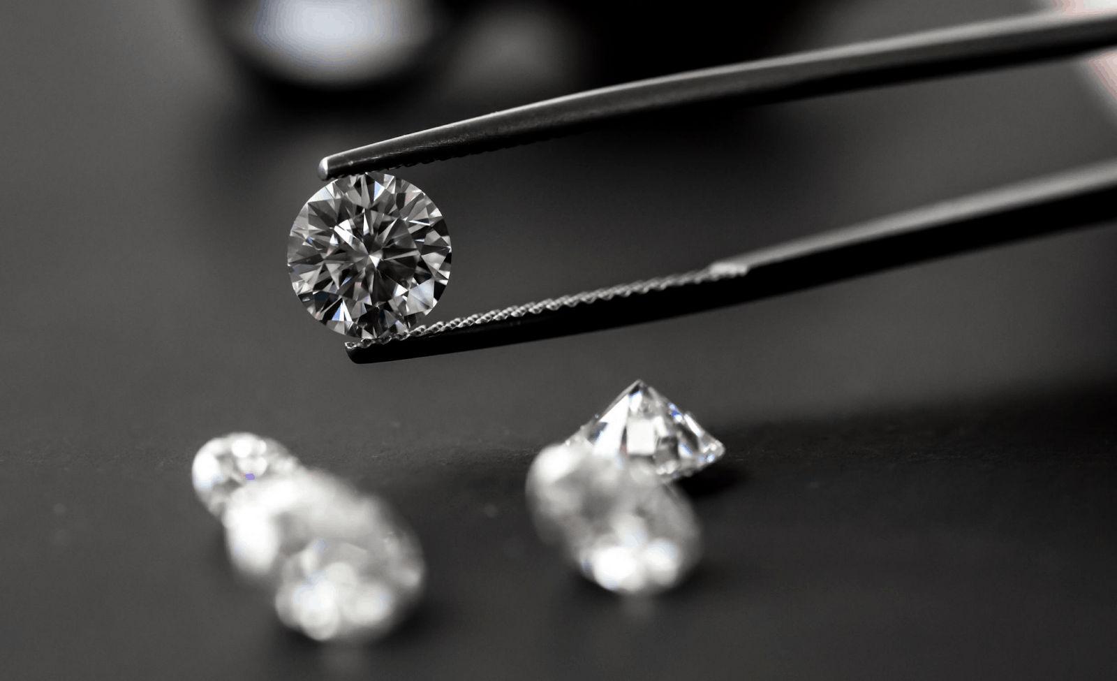Как отличить настоящий бриллиант и подтвердить его подлинность